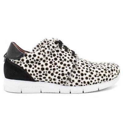 Sneakers preppy blanco y negro de Hispanitas
