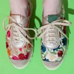 Sneakers con flores bordadas de Vidorreta